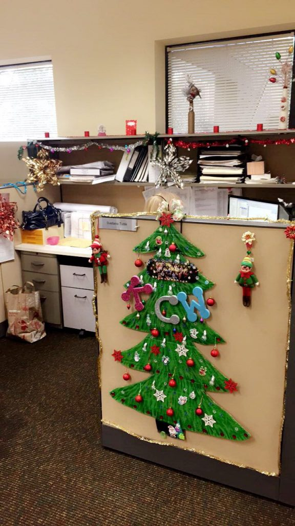Kcw s first holiday cubicle decorating contest kcw for Creative cubicle ideas